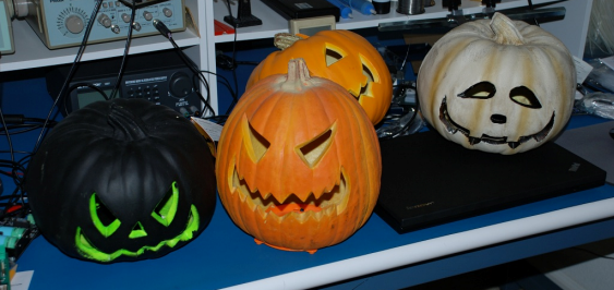 these each had a 120 vac light bulb inside that would light up when the cord was plugged into an outlet and the cord switch was turned on - Halloween Wav Files